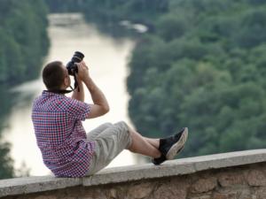 fotografujący mężczyzna