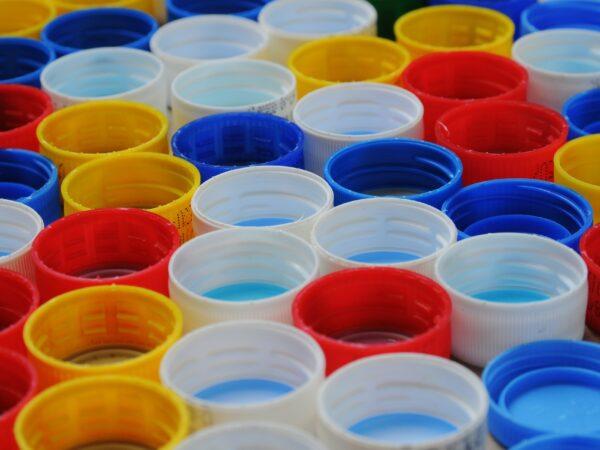 plastikowe zakrętki do napojów